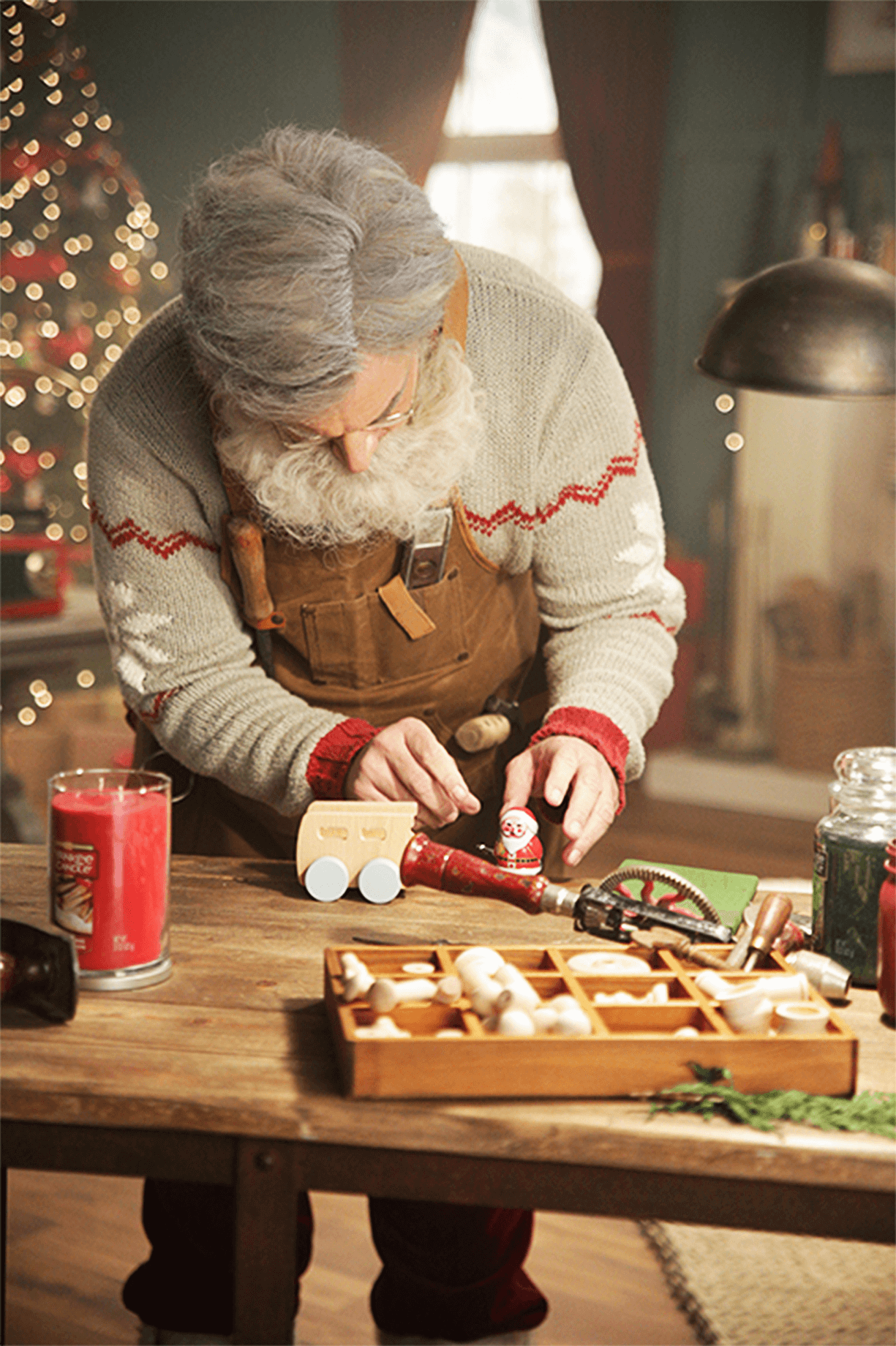 Yankee Candle tapped creative marketing agency, TMA to help the brand save Christmas during the COVID-19 pandemic. The Yankee Candle Santa Cam gave a 24-hour behind-the-scenes look at Santa, Mrs. Claus, elves, and more as they prepared for the big day in the North Pole.