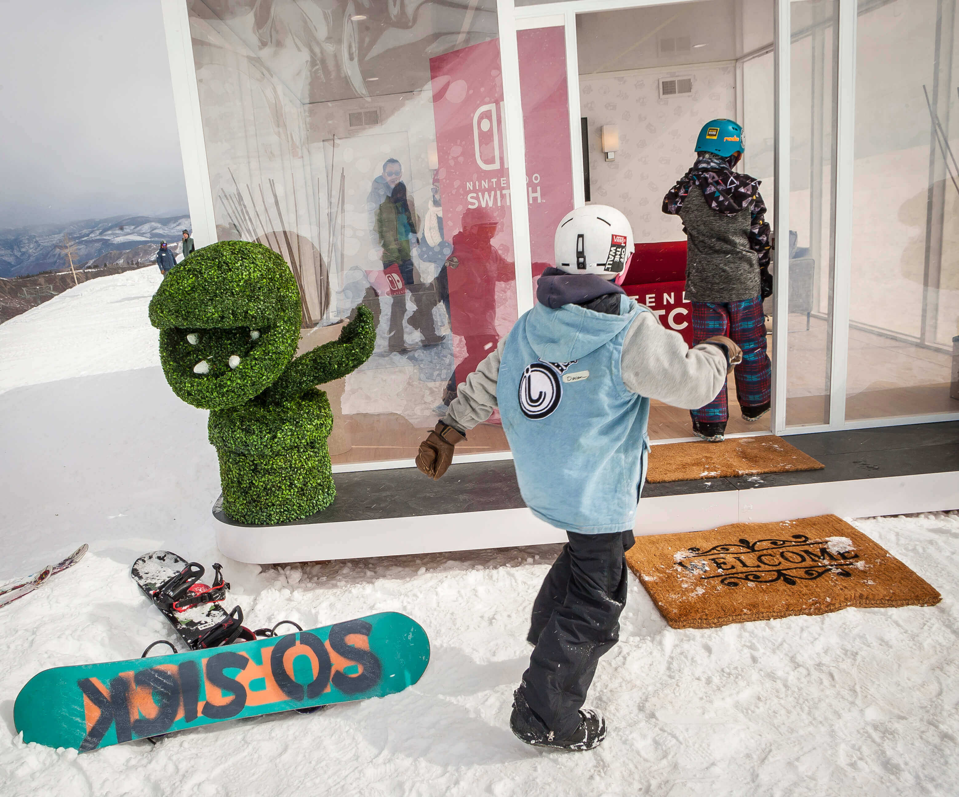 Fresh off the slopes and straight from their snowboards, guests of all ages were able to take part in the Nintendo Switch adventure at our experiential marketing activation.